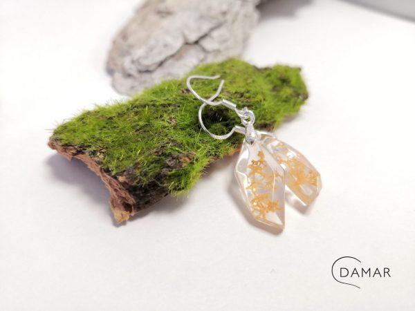 biżuteria kolczyki wiszące z beżowym chrobotkiem