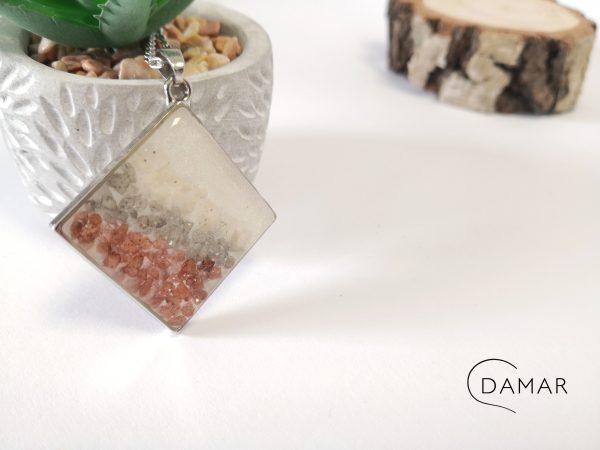 biżuteria naszyjnik kamyczki w rombie