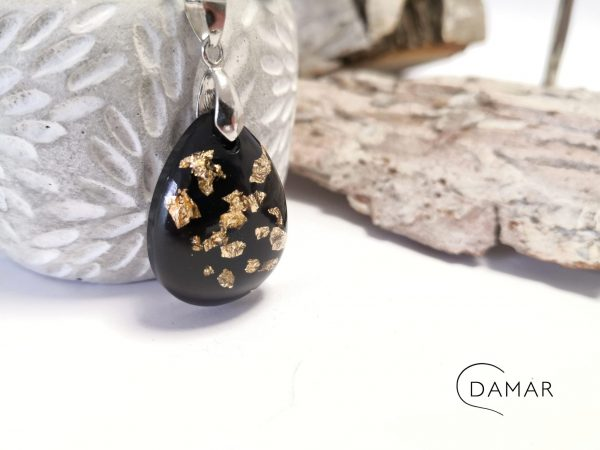 biżuteria naszyjnik z płatkami złota